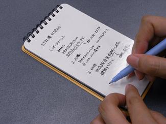 ヌーボードの使用イメージ写真(4) 極細マーカーが付属のFMEでメモを